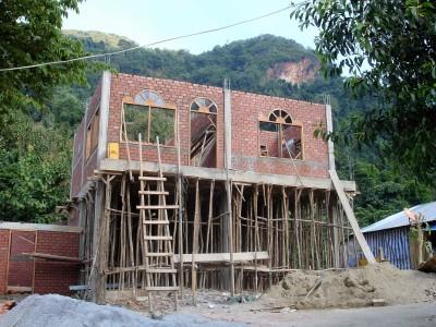 bauen mit hiesigen Materialien