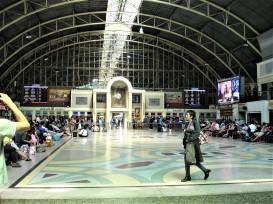 Bahnhof mittags