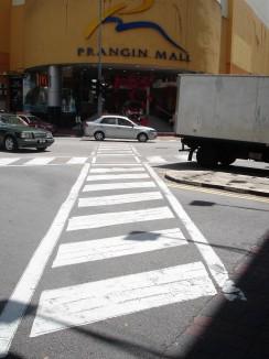 der einzige diagonale Zebrastreifen