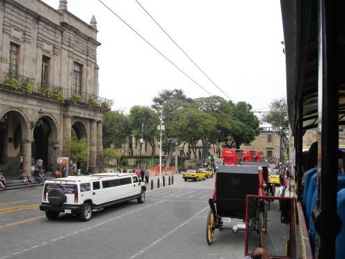 Stadtrundfahrt per Stretch-Hummer, Kutsche oder Bus