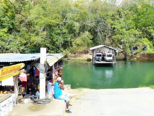 am Mopan-Fluss
