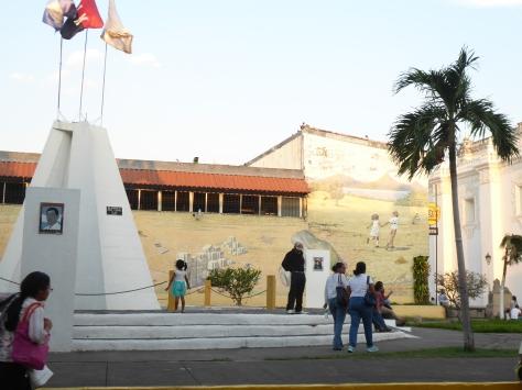 Treffpunkt ist das Sandinista Denkmal