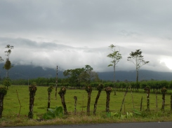 Arenal in Wolken